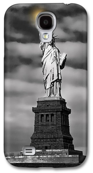 City Digital Art Galaxy S4 Cases - STATUE of LIBERTY at DUSK Galaxy S4 Case by Daniel Hagerman