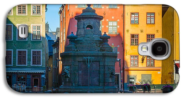 Streetlight Photographs Galaxy S4 Cases - Stortorget Fountain Galaxy S4 Case by Inge Johnsson