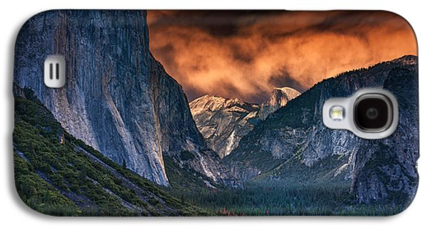 Sunset Skies Over Yosemite Valley Galaxy S4 Case by Rick Berk