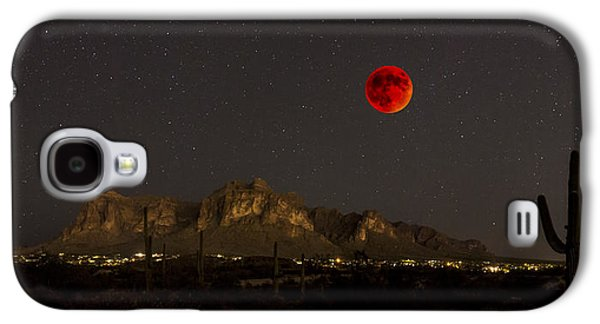 Super Bloodmoon Over The Superstition Mountains Galaxy S4 Case by Chuck Brown