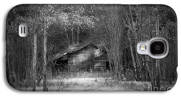 Shed Photographs Galaxy S4 Cases - That Old Barn-bw Galaxy S4 Case by Marvin Spates
