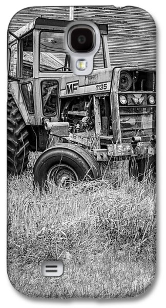 New England Barns Galaxy S4 Cases - The Old Tractor by the Old Round Barn II Galaxy S4 Case by Edward Fielding