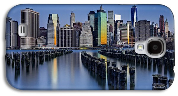Sunset Galaxy S4 Cases - The Sun Rises At The New York City Skyline Galaxy S4 Case by Susan Candelario