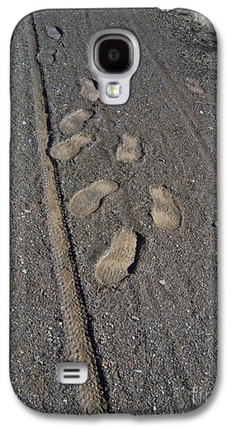 Prescott Photographs Galaxy S4 Cases - Tire Tracks and Foot Prints Galaxy S4 Case by Heather Kirk