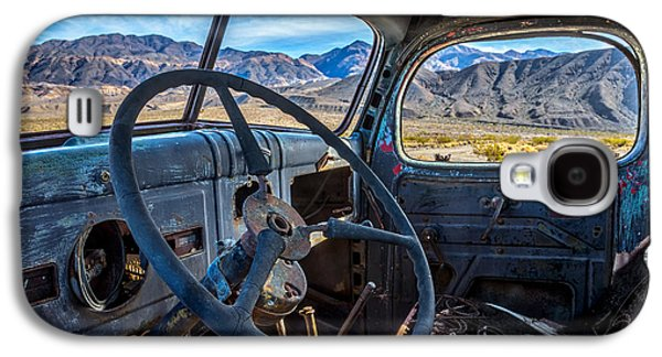 Truck Desert View Galaxy S4 Case by Peter Tellone