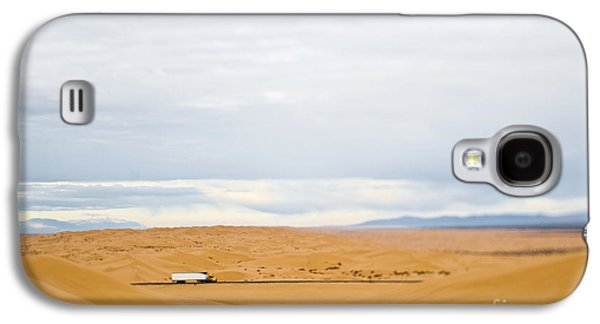 Truck Driving Through Desert Galaxy S4 Case by Eddy Joaquim