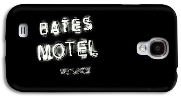Films By Alfred Hitchcock Galaxy S4 Cases - Vacancy at Bates Motel bw Galaxy S4 Case by Denise Dube
