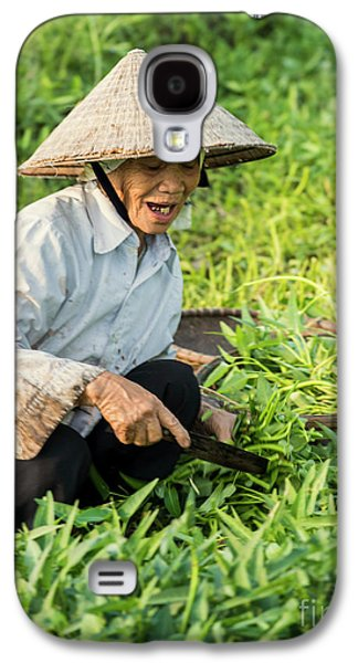Vietnamese Woman In Rice Paddy Galaxy S4 Case by Juli Scalzi