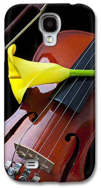 Violin With Yellow Calla Lily Galaxy S4 Case by Garry Gay