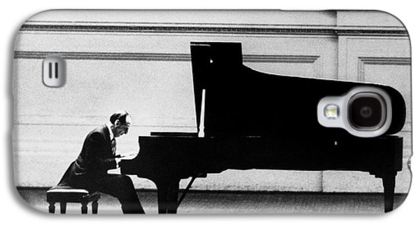 Piano Photographs Galaxy S4 Cases - Vladimir Horowitz Galaxy S4 Case by Granger
