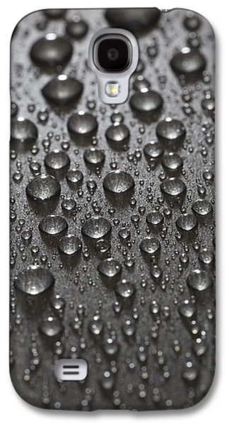 Rainy Day Photographs Galaxy S4 Cases - Water Drops Galaxy S4 Case by Frank Tschakert