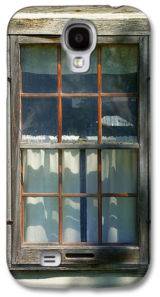 Log Cabin Photographs Galaxy S4 Cases - Window on Log Cabin Galaxy S4 Case by Donald  Erickson