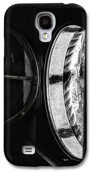 Photographs Galaxy S4 Cases - Window to the past Galaxy S4 Case by Edgar Laureano