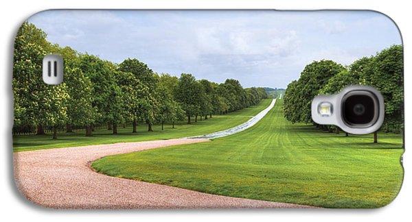 Family Walks Galaxy S4 Cases - Windsor Castle - Long Walk Galaxy S4 Case by Joana Kruse