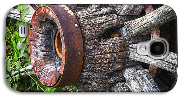Wooden Wagons Galaxy S4 Cases - Wooden Wagon Wheel Galaxy S4 Case by Donald  Erickson