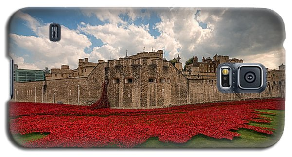 Tower Of London Remembers.  Galaxy S5 Case by Ian Hufton