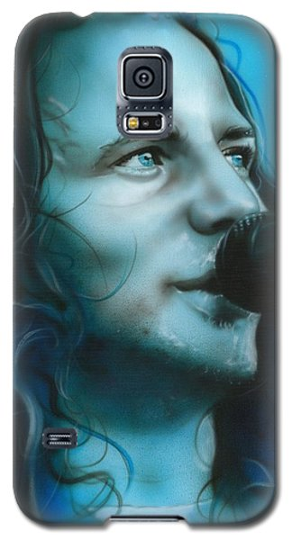 Eddie Vedder - ' Arms Raised In A V ' Galaxy S5 Case by Christian Chapman Art