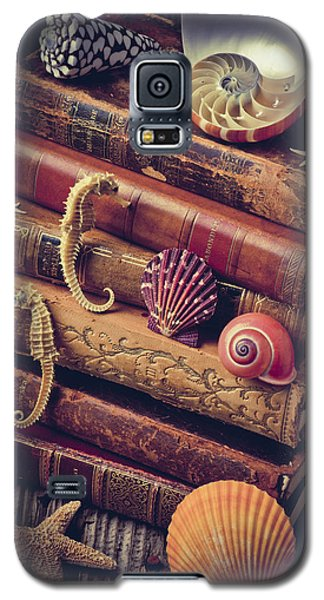 Books And Sea Shells Galaxy S5 Case by Garry Gay