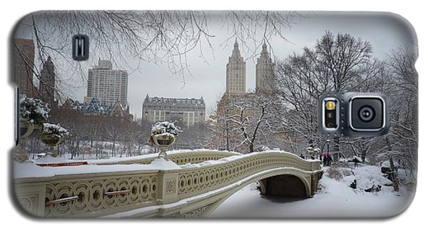 Bow Bridge Central Park In Winter  Galaxy S5 Case by Vivienne Gucwa
