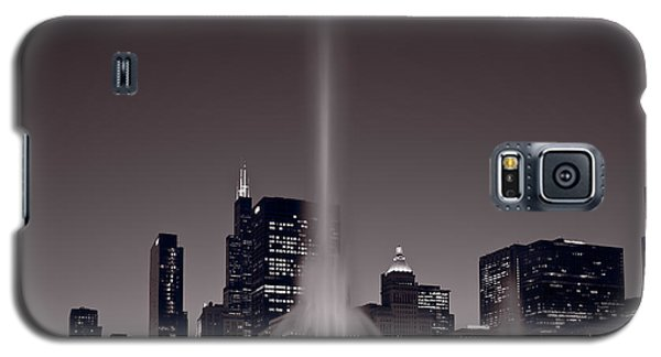 Moon Galaxy S5 Cases - Buckingham Fountain Nightlight Chicago BW Galaxy S5 Case by Steve Gadomski