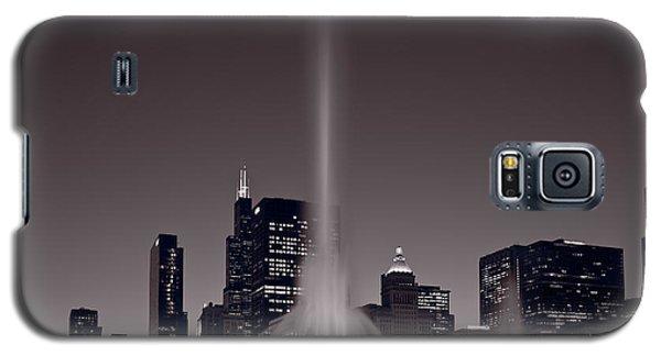 Buckingham Fountain Nightlight Chicago Bw Galaxy S5 Case by Steve Gadomski