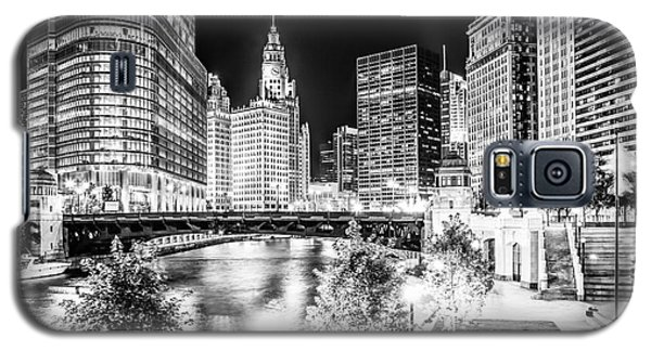 Chicago River Buildings At Night In Black And White Galaxy S5 Case by Paul Velgos