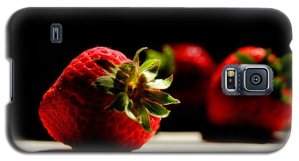 Countertop Strawberries Galaxy S5 Case by Michael Eingle