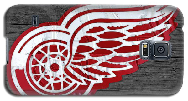 Detroit Red Wings Recycled Vintage Michigan License Plate Fan Art On Distressed Wood Galaxy S5 Case by Design Turnpike