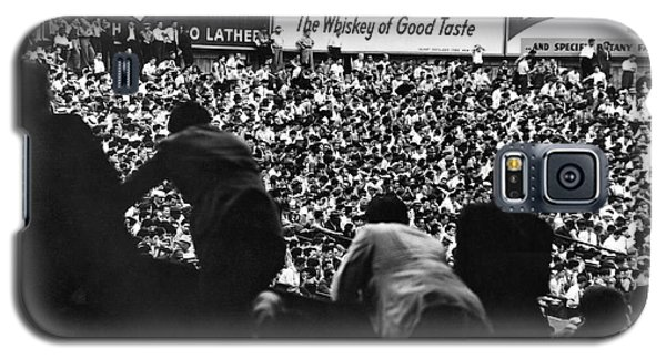 Fans In The Bleachers During A Baseball Game At Yankee Stadium Galaxy S5 Case by Underwood Archives