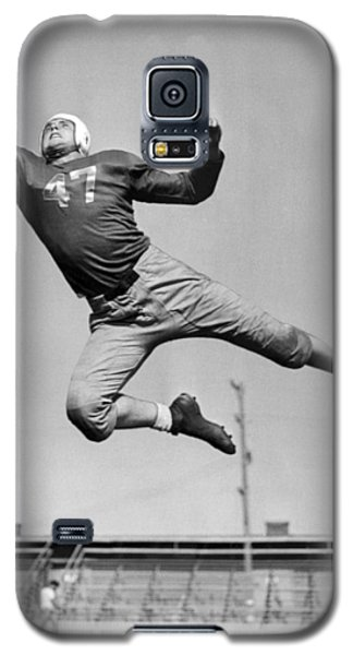 Football Player Catching Pass Galaxy S5 Case by Underwood Archives