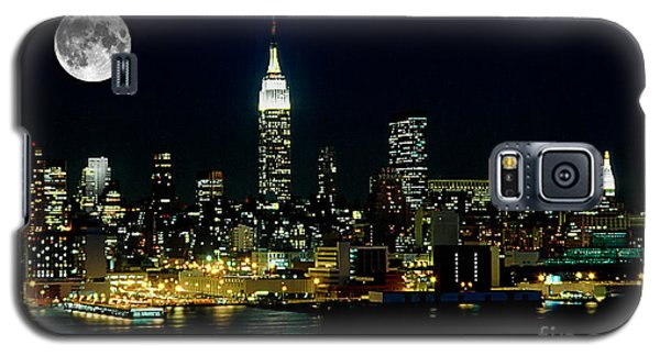 Skylines Galaxy S5 Cases - Full Moon Rising - New York City Galaxy S5 Case by Anthony Sacco