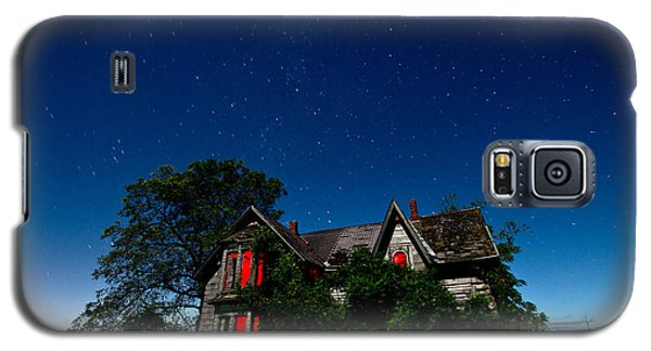 Photographs Galaxy S5 Cases - Haunted Farmhouse at Night Galaxy S5 Case by Cale Best