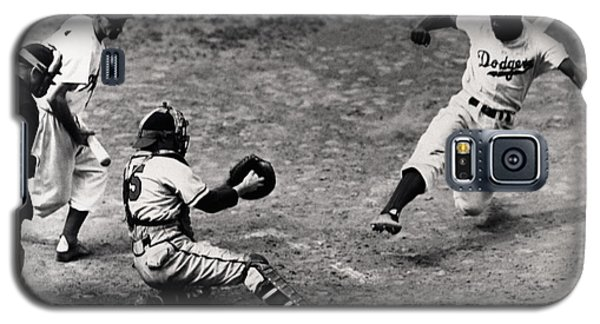 Jackie Robinson In Action Galaxy S5 Case by Gianfranco Weiss