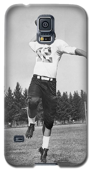 Joe Francis Throwing Football Galaxy S5 Case by Underwood Archives