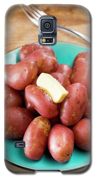 King Edward Potatoes On A Plate Galaxy S5 Case by Aberration Films Ltd
