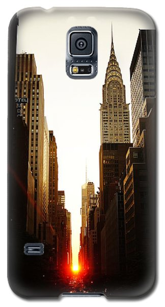 Manhattanhenge Sunset And The Chrysler Building  Galaxy S5 Case by Vivienne Gucwa