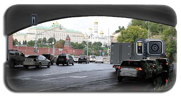 Moscow Kremlin Seen Through The Archway Of Greater Stone Bridge In Moscow I Galaxy S5 Case by Anna Yurasovsky