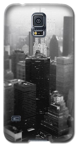New York City - Fog And The Chrysler Building Galaxy S5 Case by Vivienne Gucwa