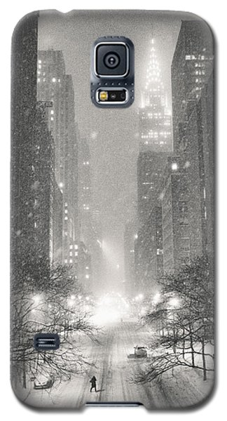 New York City - Winter Night Overlooking The Chrysler Building Galaxy S5 Case by Vivienne Gucwa