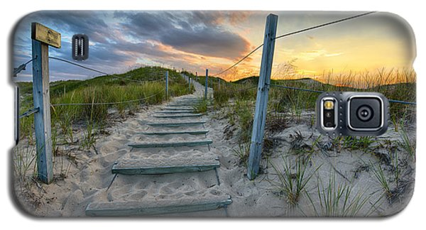 Path Over The Dunes Galaxy S5 Case by Sebastian Musial
