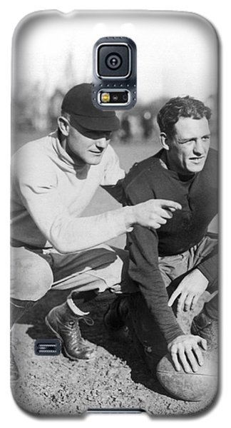 Red Grange And His Coach Galaxy S5 Case by Underwood Archives