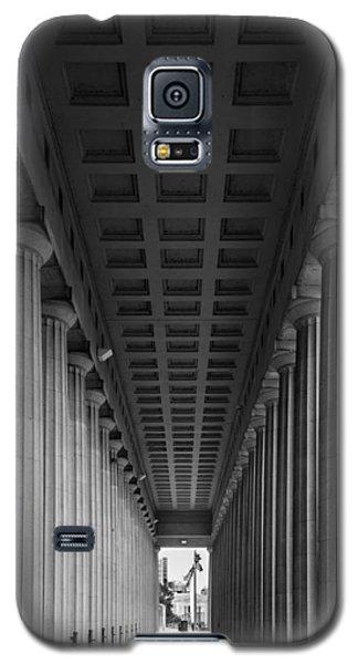 Soldier Field Colonnade Chicago B W B W Galaxy S5 Case by Steve Gadomski