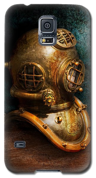Science Fiction Galaxy S5 Cases - Steampunk - Diving - The diving helmet Galaxy S5 Case by Mike Savad