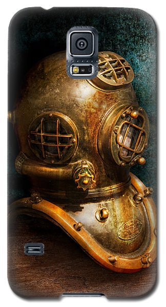 Still Life Galaxy S5 Cases - Steampunk - Diving - The diving helmet Galaxy S5 Case by Mike Savad