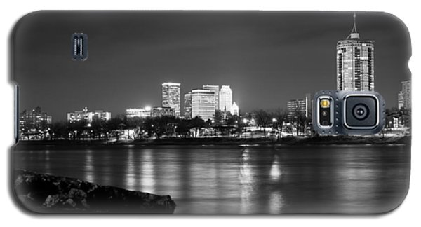 Tulsa In Black And White - University Tower View Galaxy S5 Case by Gregory Ballos