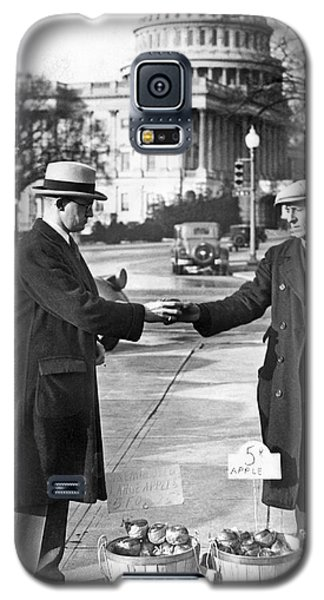 Unemployed Man Sells Apples Galaxy S5 Case by Underwood Archives