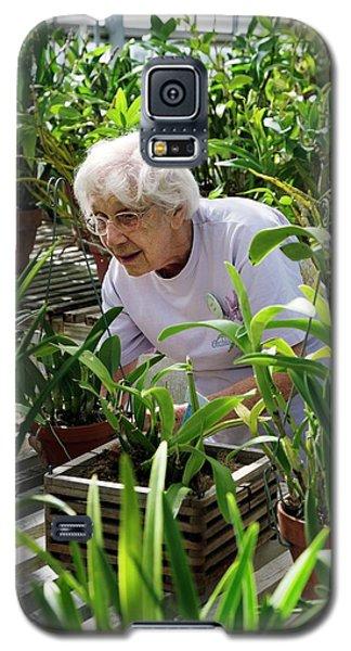 Volunteer At A Botanic Garden Galaxy S5 Case by Jim West
