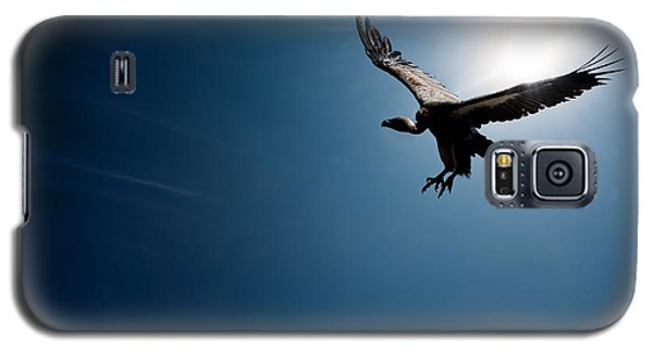 Vulture Flying In Front Of The Sun Galaxy S5 Case by Johan Swanepoel