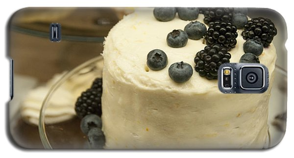 White Frosted Cake With Berries Galaxy S5 Case by Juli Scalzi