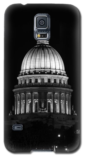 Wisconsin State Capitol Building At Night Black And White Galaxy S5 Case by Sebastian Musial